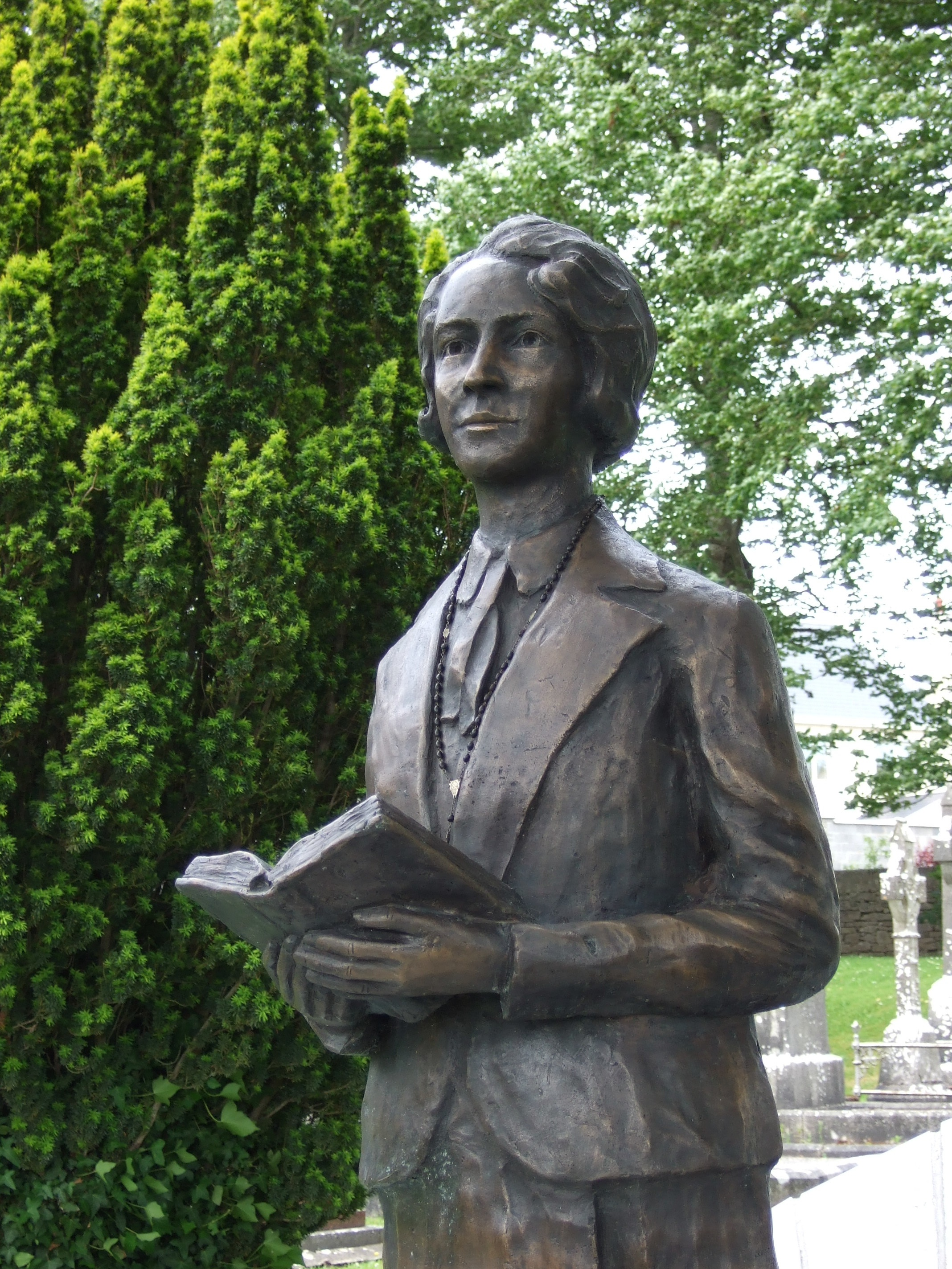 Statue of Edel in Castemagner, Co. Cork