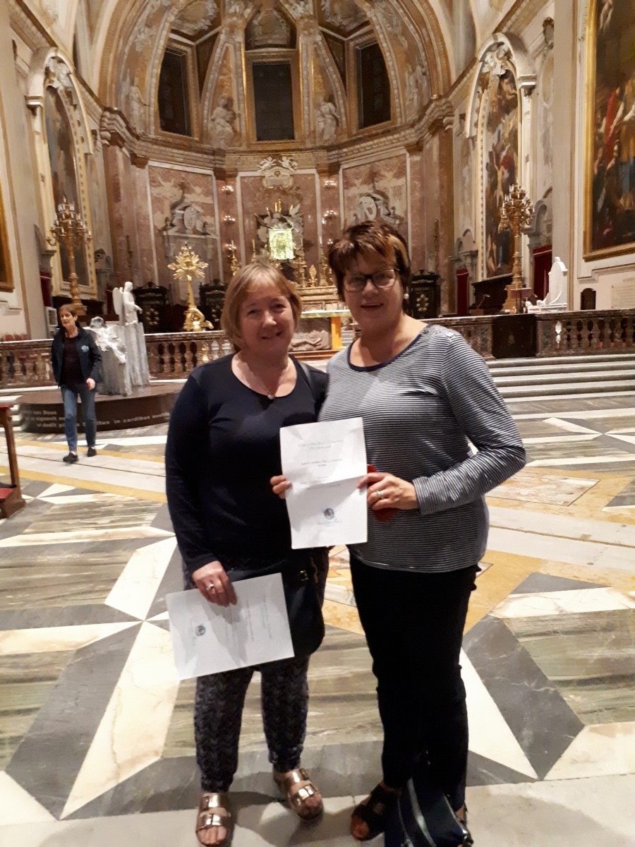 Liz & Dolores in front of the altar in Santa Maria degli-Angeli